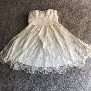 Thistlepearl Dresses - NWT, UO Thistlepearl Lace Dress, size 6.